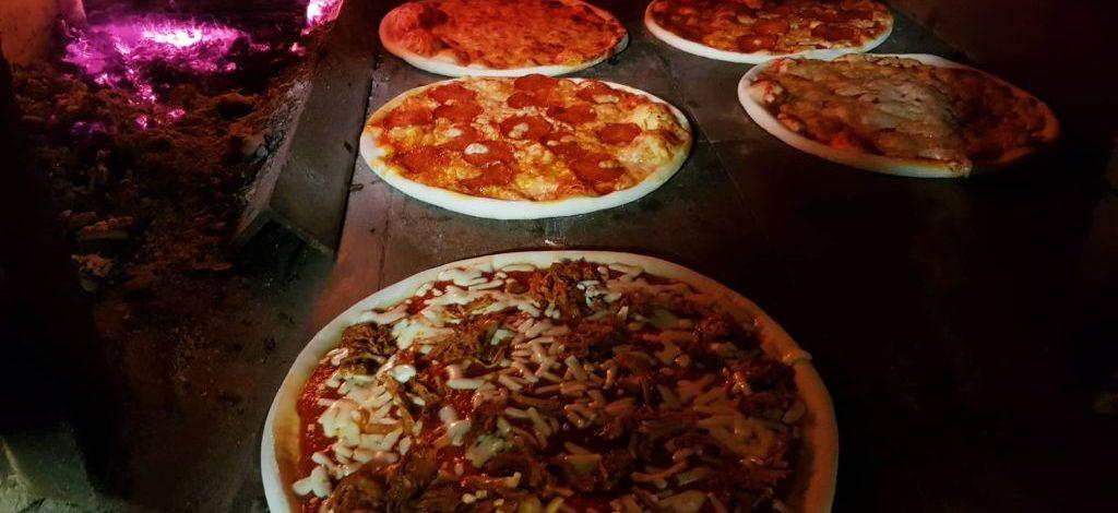 Kemencében sült, ízletes pizzák Zamárdiban